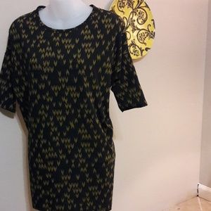 Womens sz XXS LuLaRoe top runs big